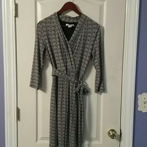 PRICE DROP Thin dress, 3/4 shelve, attached belt